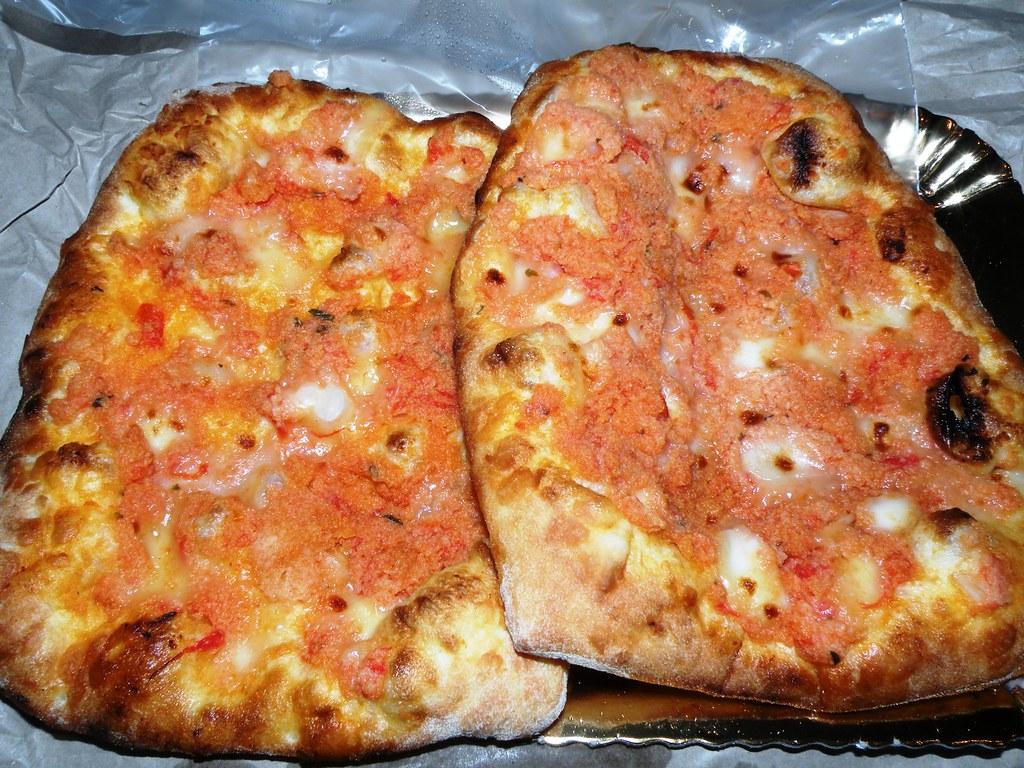 faccia di vecchia tipo di pizza sfincione che viene