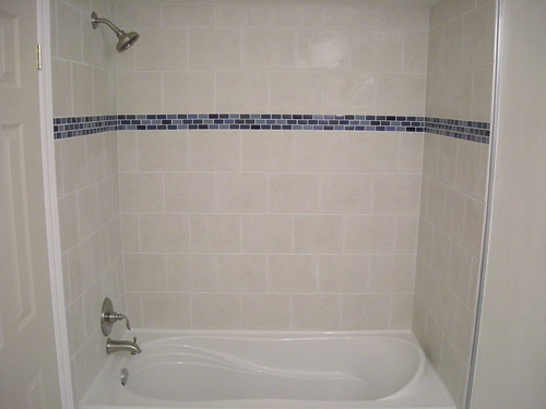 Ceramic Tile Shower And Bathtub Surround With Glass Border Detail Flickr Photo Sharing