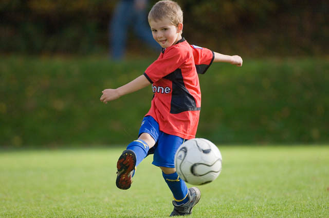 Little boy playing football | Little boy playing football ...