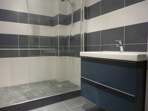 Carrelage salle de bain flickr photo sharing for Carrelage salle de bain mansardee