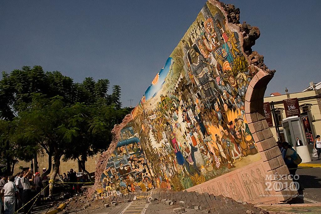 Los gigantes de guadalajara el mural que cae del cielo for El mural guadalajara