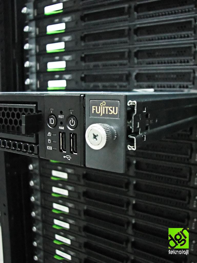 Fujitsu Rack Server |