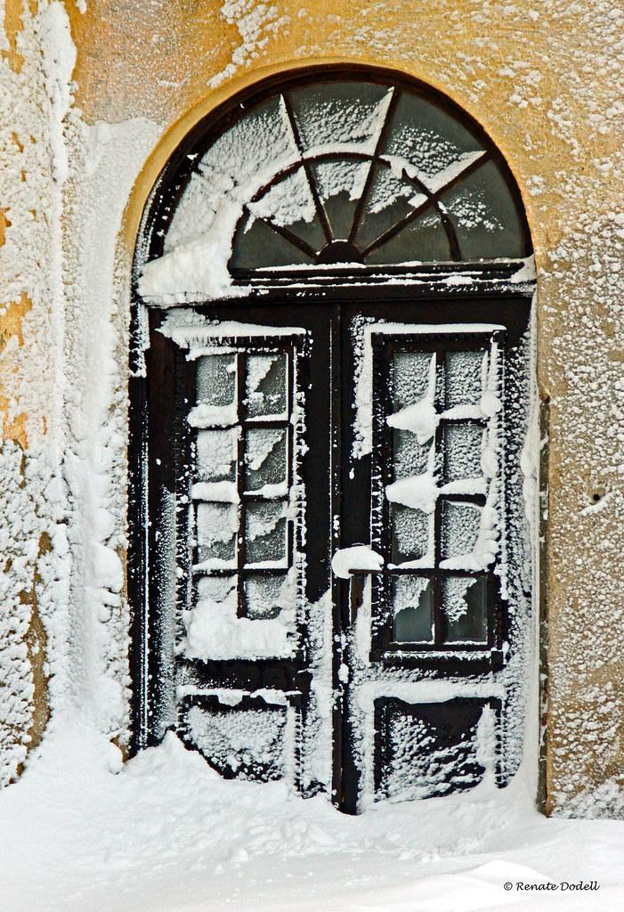 Zugeweht  View On Black Die Tür des alten, nicht mehr ...