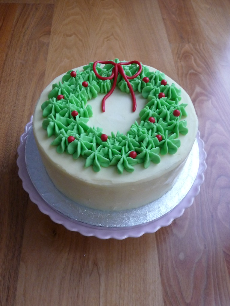 Christmas Cake Decorating With Buttercream : Christmas Wreath Cake This is a chocolate mudcake ...