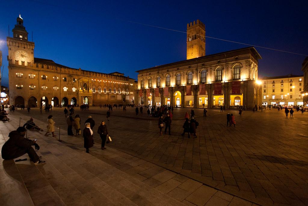 maggiore square bologna night ile ilgili görsel sonucu