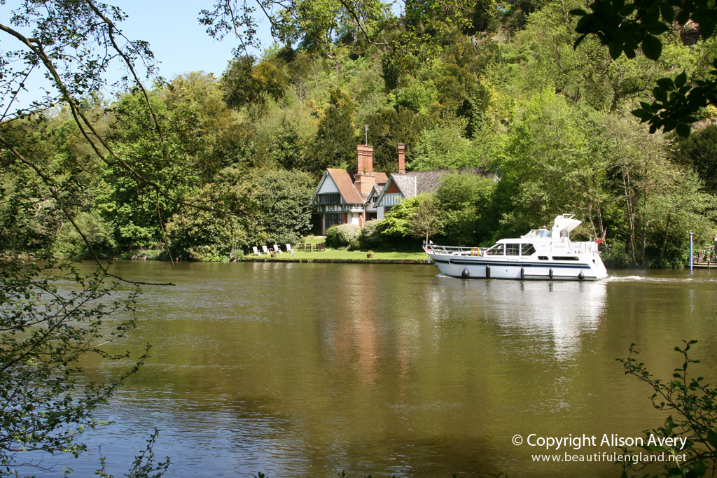 River Thames, Cookham, Berkshire | More photographs of