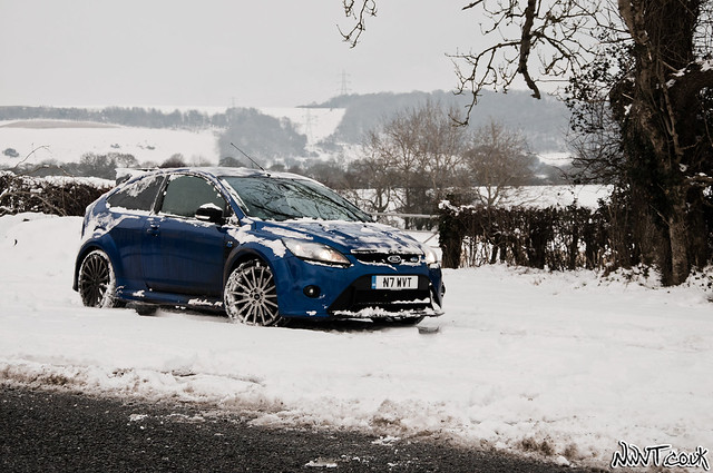 ford focus rs mk2 out in the real snow covered world. Black Bedroom Furniture Sets. Home Design Ideas