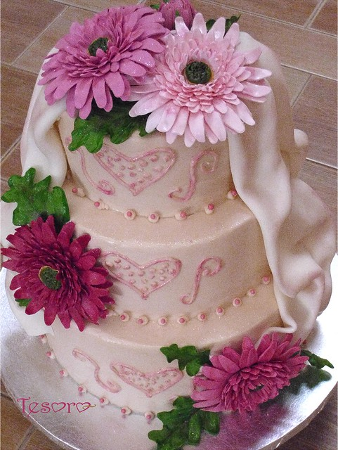 wedding cake pictures with gerbera daisies gerbera wedding cake flickr photo 23449