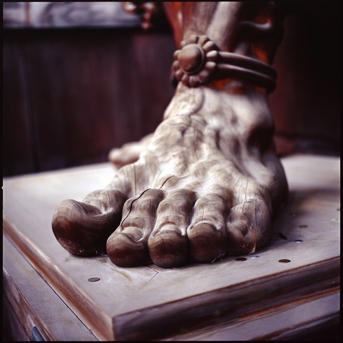Big foot f(^ー^; (HASSELBLAD 500C/M) | by potopoto53age