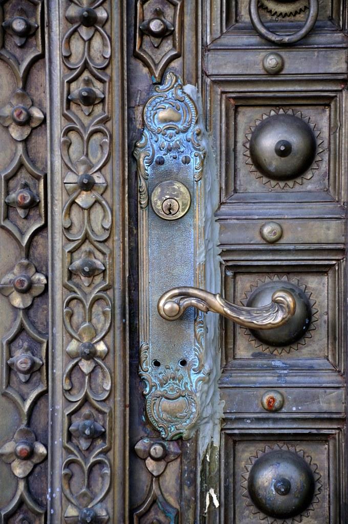 покрасить металлическую дверь патина
