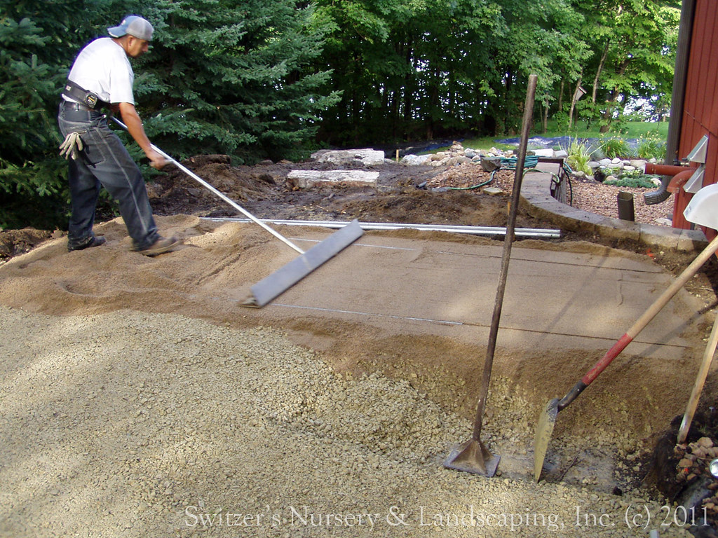 Privacy pergola and paver walk during installation of le for Installing patio pavers on sand