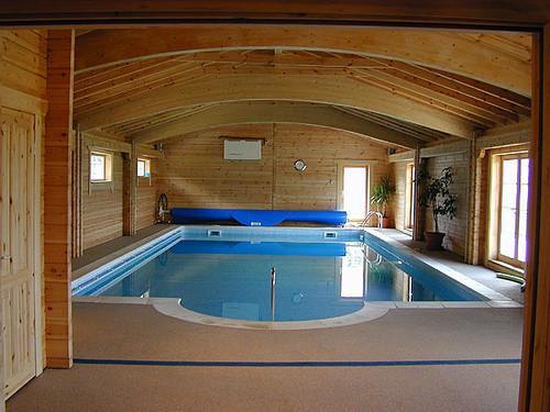 Zwembadgebouwen van rpm een houten zwembadoverkapping for Houten zwembad bouwen
