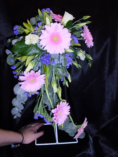 Semi crescent bouquet wedding bouquet flickr photo for Crescent bouquet