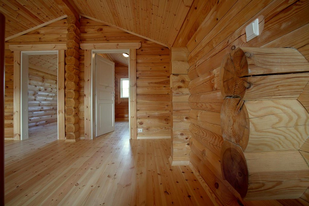 Interieur foto van een houten huis een perfecte afwerking flickr - Houten chalet interieur ...