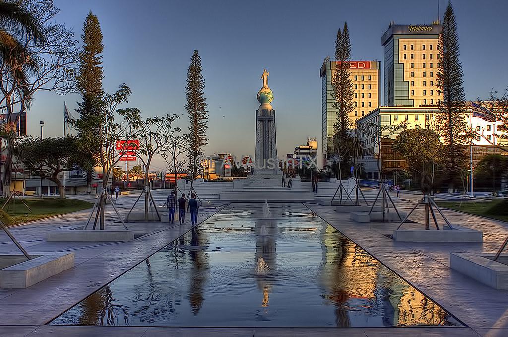El Salvador Del Mundo Monument