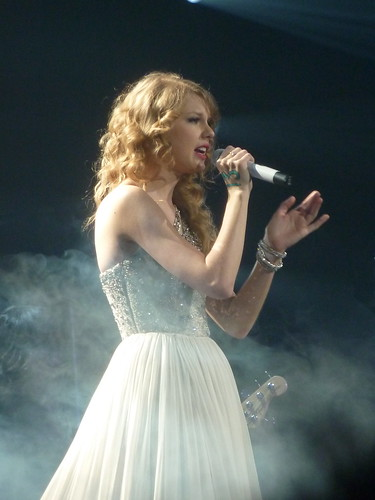 Taylor Swift 24 - Live in Paris - 2011 | by oouinouin