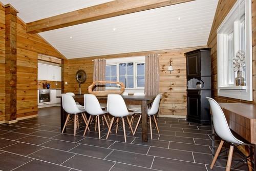 Interieur foto van een houten huis vakantiewoning of chalet wonen in hout een unieke beleving - Interieur gevelbekleding houten ...