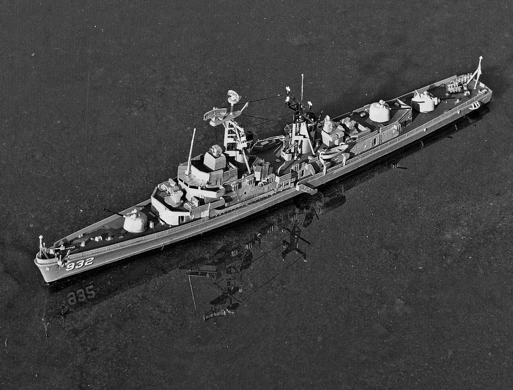U.S. Destroyer John Paul Jones DD-932 | Plastic model kit ...