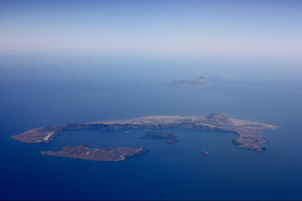 Santorini Island from above (nearing Heraklion.) | Johanna ...