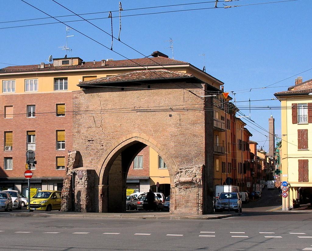 Bologna porta san vitale una delle dodici porte ne - Porta san vitale bologna ...