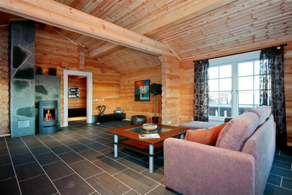 Interieur foto van een houten huis met ronde logs meer wo flickr - Houten chalet interieur ...