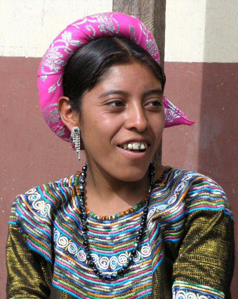 Mujer Joven En Su Traje Tradicional Young Woman In Her N