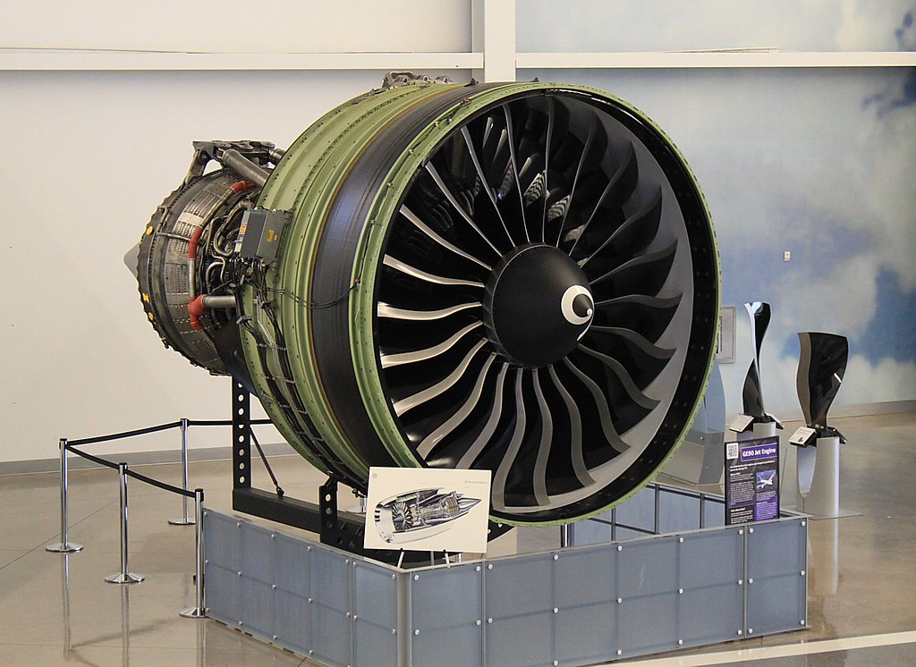 GE90-115B Turbofan Engine | The GE90 is the world's ...