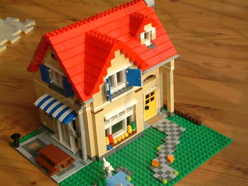 Lego mini house flickr photo sharing for Lego house original
