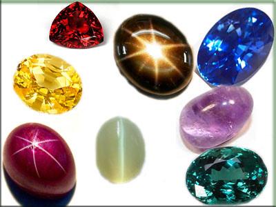 スリランカの宝石 スリランカと言えばなんと言っても宝石の産地として有名です。島全体が宝石でできていてどこを掘って