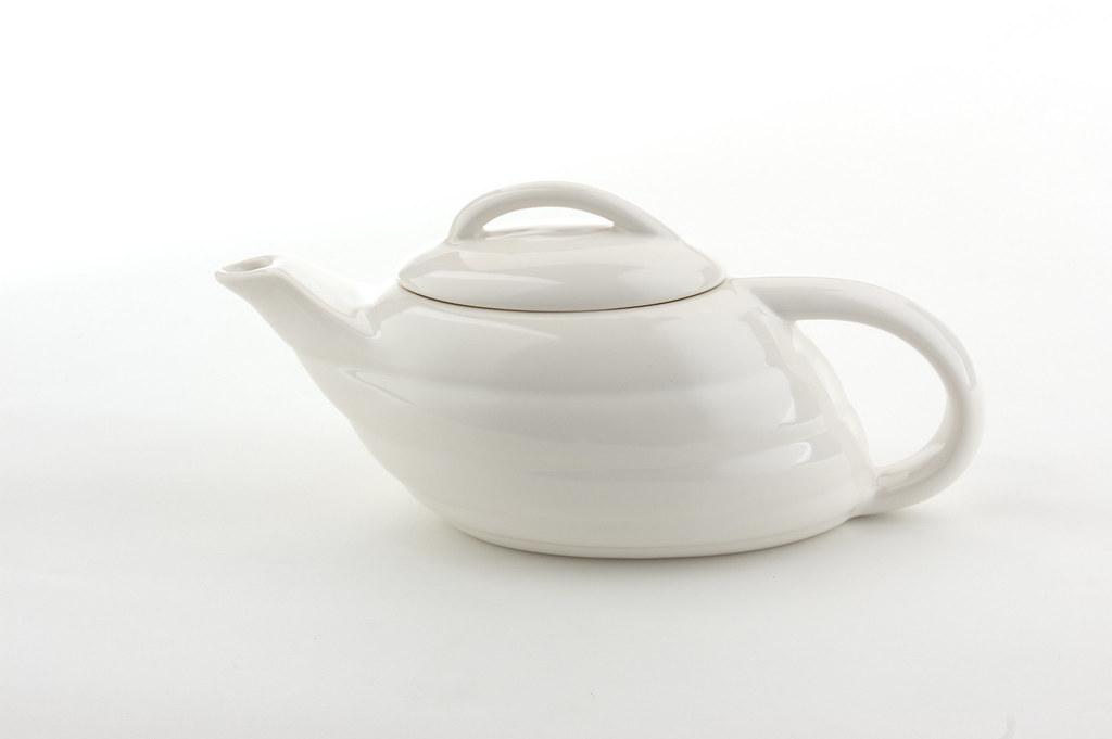 Aladdin teapot white bauerpottery flickr - Aladdin teapot ...