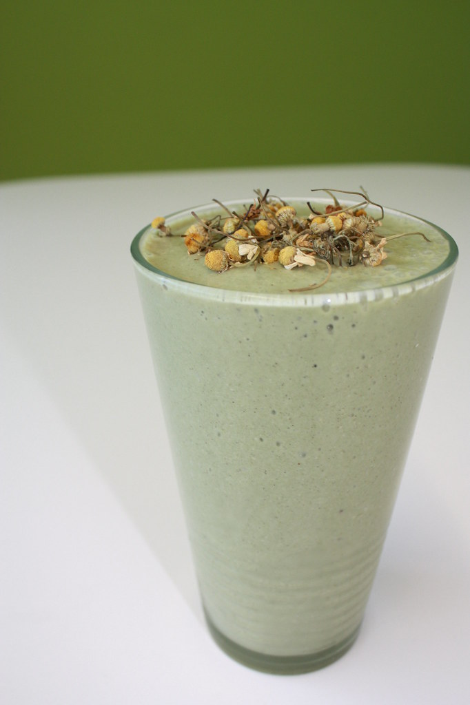 Chamomile-Banana Smoothie Recipe — Dishmaps