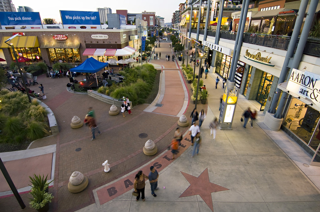 Bay Street Emeryville is located in Emeryville, California and offers 61 stores - Scroll down for Bay Street Emeryville shopping information: store list (directory), locations, mall hours, contact and address. Address and locations: Bay Street, Emeryville, California - CA /5(2).