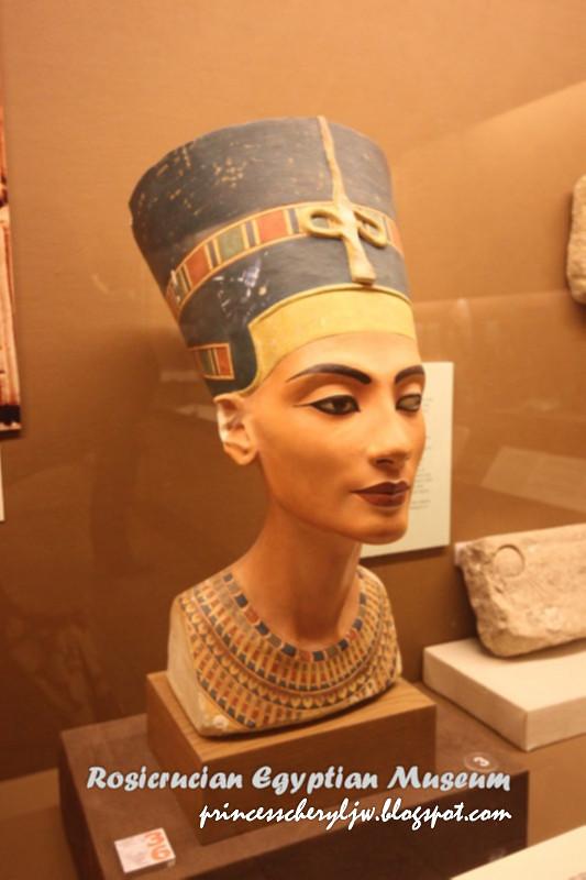 photo, bust of Nefertit
