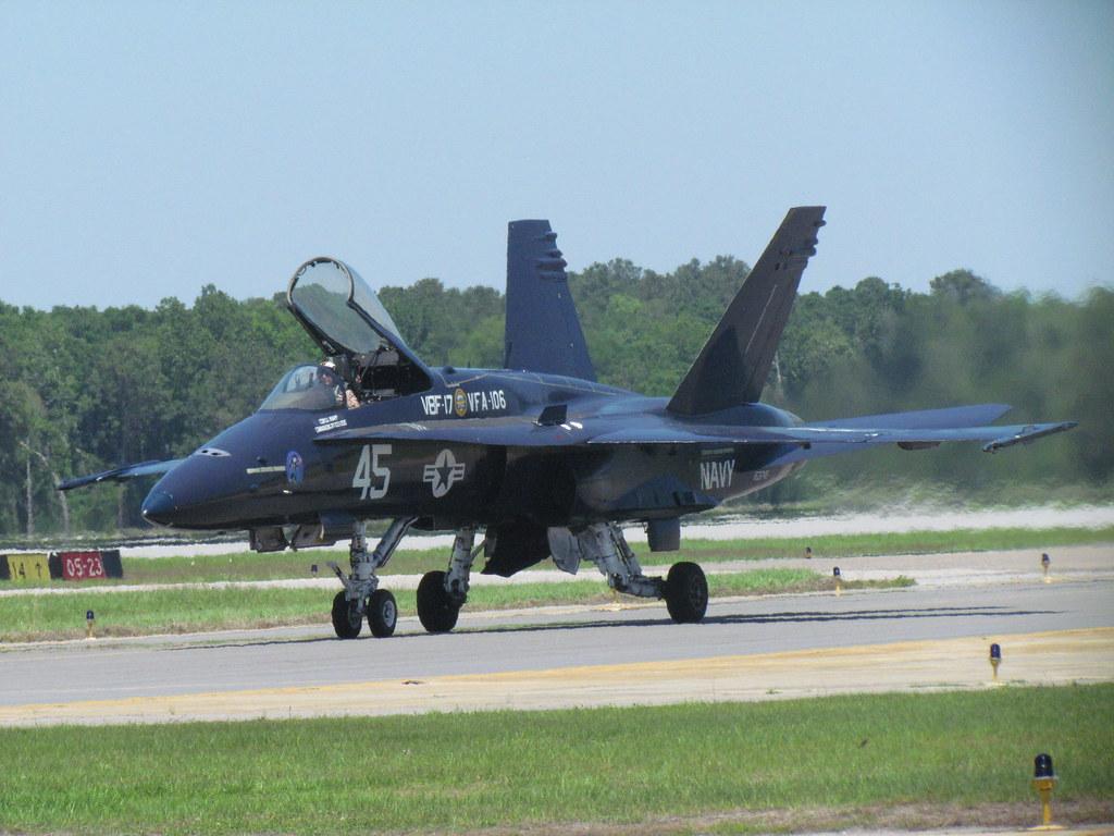 Navy F 18 In Heritage Paint Scheme Love This Heritage