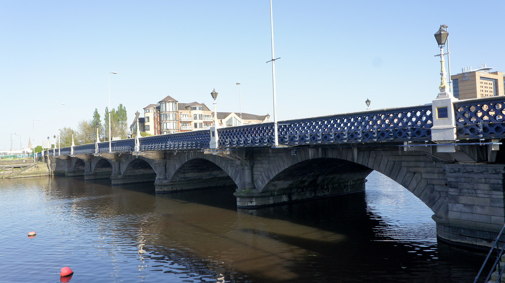 2011 PHOTOGRAPH OF QUEENS BRIDGE IN BELFAST 003