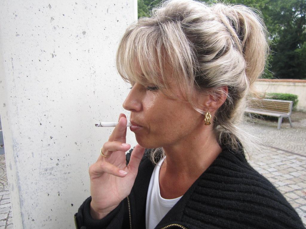 Smoking Vera 14  Muryru2  Flickr-5418