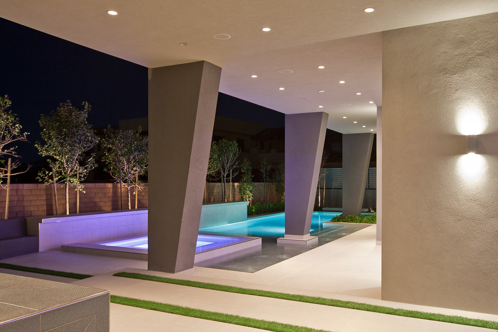 Modern las vegas home 15 30 pool and pillars this is for New modern homes las vegas