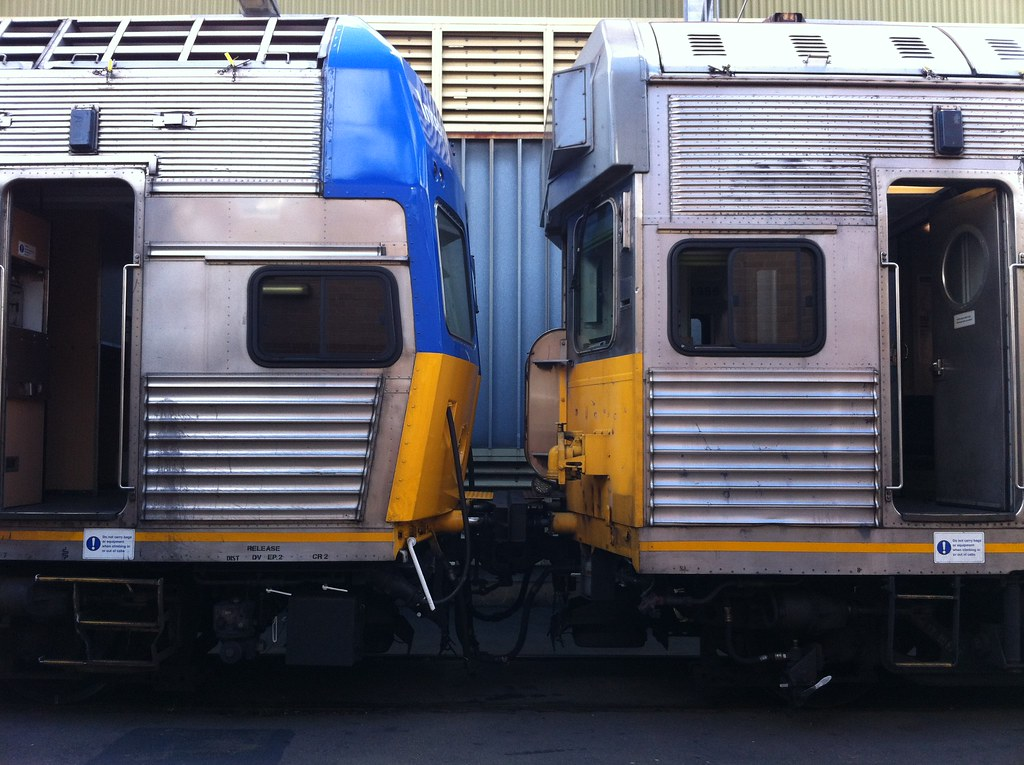 V? and R17 | A V set car and 3 cars from R17 shunting at ...