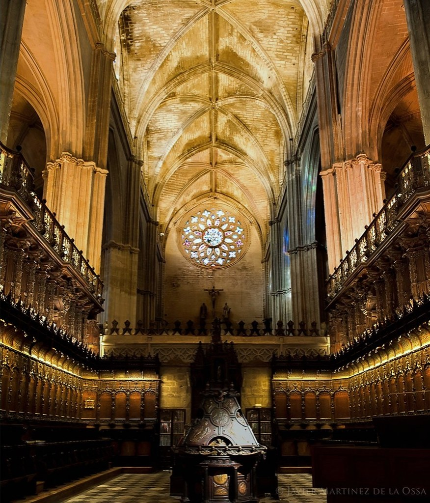 Coro de la catedral de sevilla est construido con for Exterior catedral de sevilla