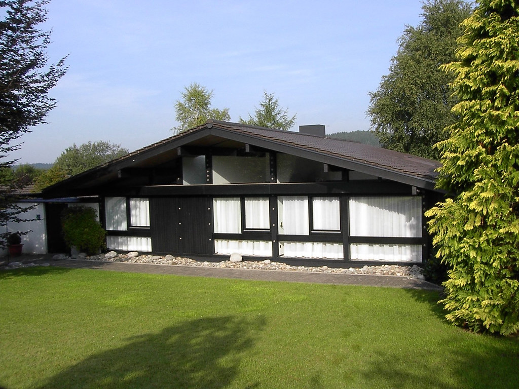 huf haus 2000 c bungalow front view street side view 1972davidd flickr. Black Bedroom Furniture Sets. Home Design Ideas