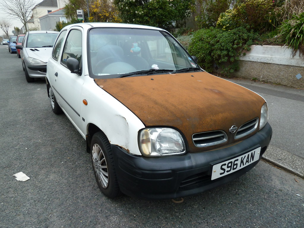 1998 white nissan micra with rusted bonnet e10 massive. Black Bedroom Furniture Sets. Home Design Ideas