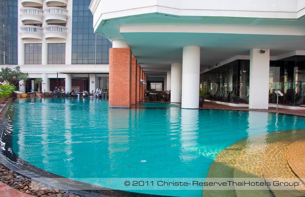 Lebua Bangkok Pool The Pool At Lebua At State Tower Bangko Zac Erawan Flickr