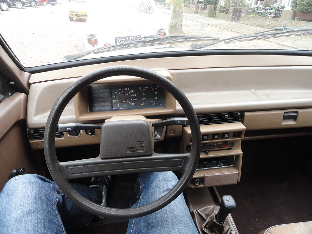 1987 lada samara interior nice and brown for Interieur lada niva