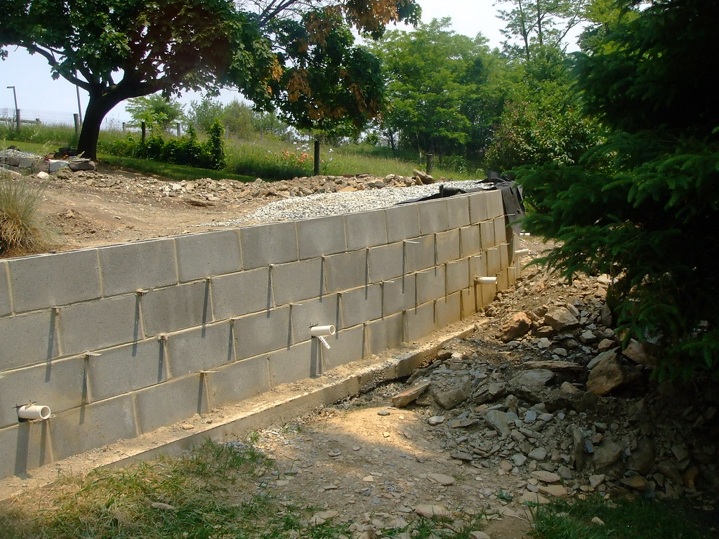 Block Retaining Wall Tie Backs : Concrete block retaining wall drainage reta