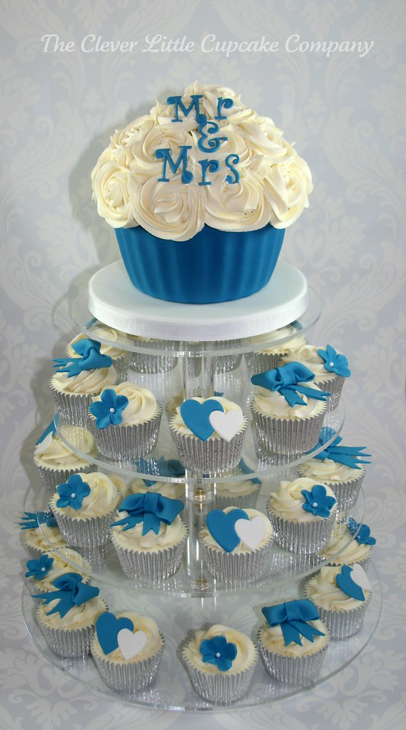 navy blue wedding cake with cupcakes royal blue wedding cupcake tower mixture of vanilla and 17781