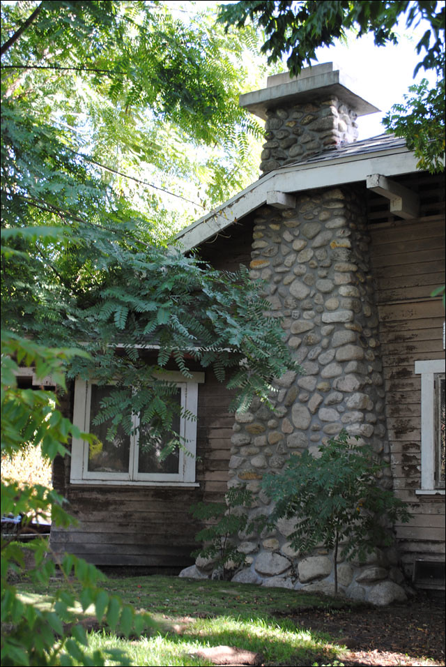 Houses With Stone Chimneys : Bungalow stone chimney i so covet this