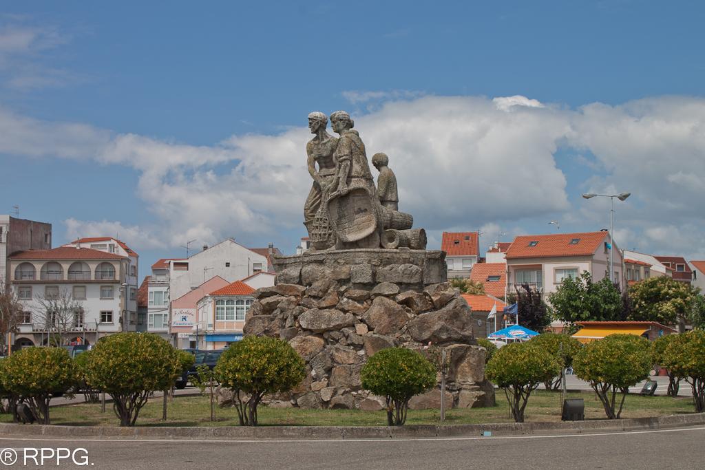 Monumento Al Mariscador El Grove O Grove Pontevedra E
