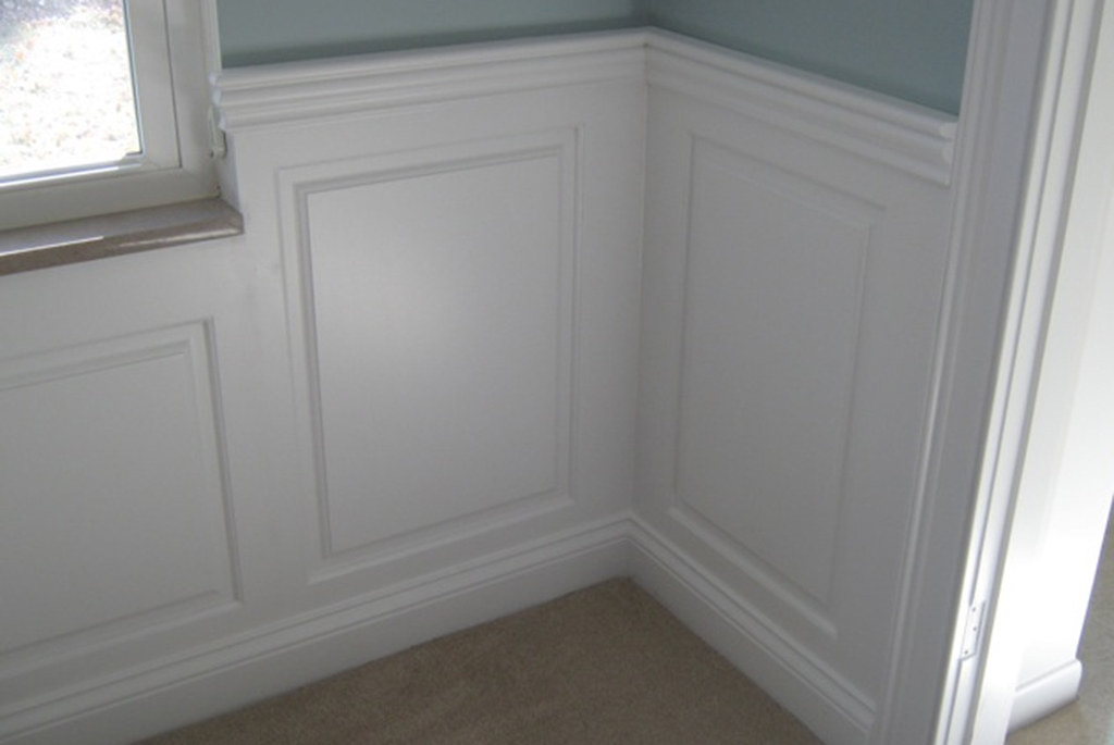 Wainscoting panel classic raised panel dining room kirkwoo for Dining room paneling