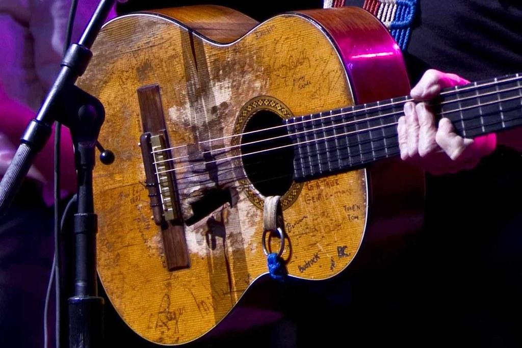 Willie Nelson Guitar Cake