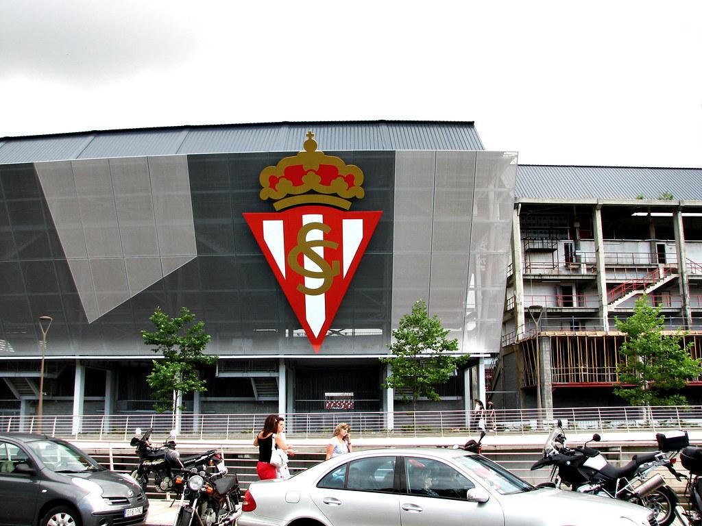 Escudo del sporting de gij n el estadio del molin n hace y flickr - Estadio del sporting de gijon ...